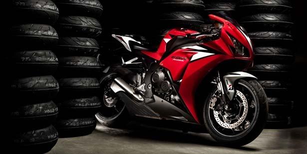 Moto testy pneumatik